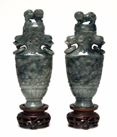 CHINE - XXe siècle Paire de vases archaïsants...