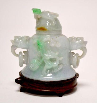 CHINE - Début XXe siècle Petit vase couvert...