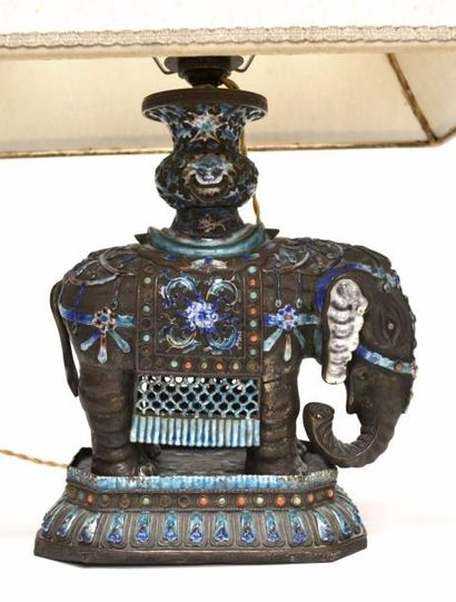 CHINE - XIXe siècle Vase posé sur le dos...