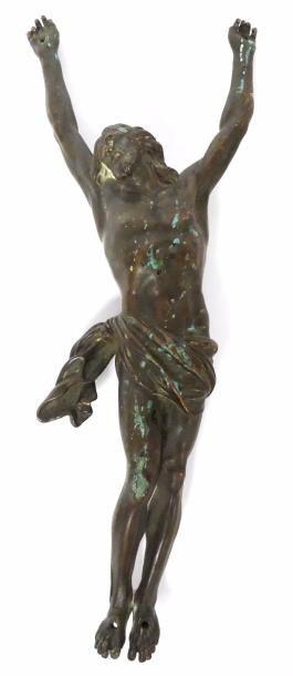 CHRIST de crucifix en bronze à patine brune....