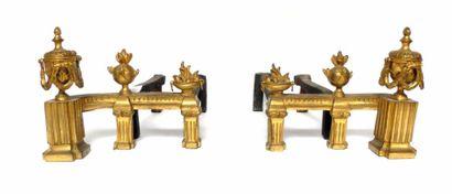 Paire de CHENETS en bronze doré à décor de...