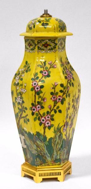 PIED de LAMPE en forme de vase couvert fuselé...