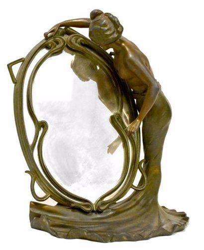MIROIR à poser en régule patiné façon bronze,...