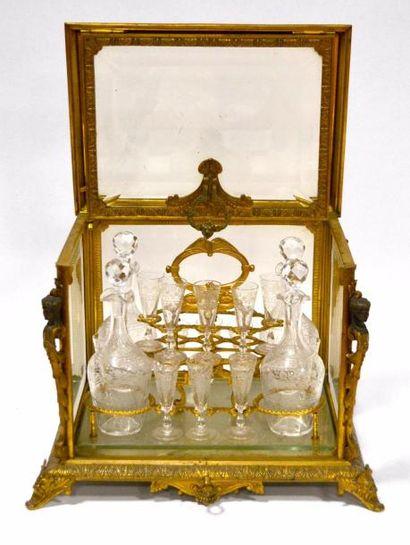 Belle CAVE à LIQUEUR en bronze doré et verre...