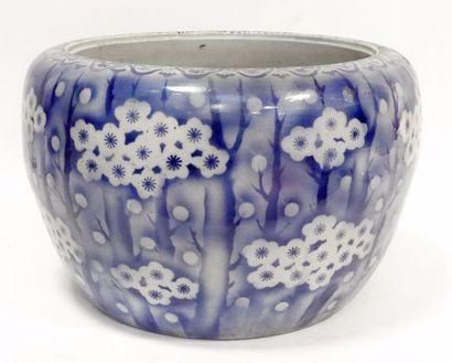 Grand CACHE-POT en porcelaine émaillée bleu...