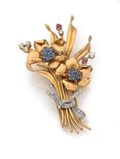 BROCHE Bouquet en or jaune, le coeur des...