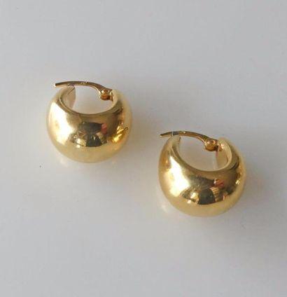Paire de BOUCLES d'oreilles en or jaune uni....