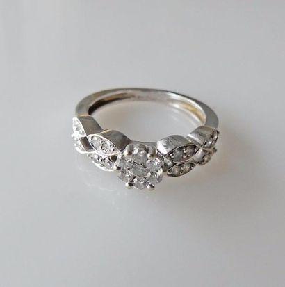 BAGUE en or gris sertie de diamants taille...
