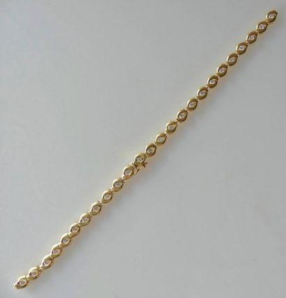 BRACELET ligne en or jaune serti de diamants...