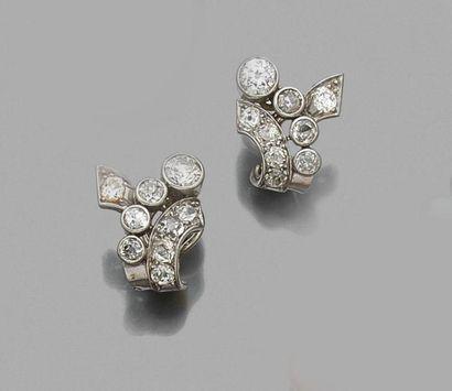 Paire CLIPS d'oreilles en or gris sertis...