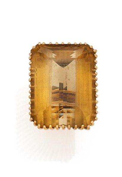 Importante BAGUE en fils d'or jaune, sertie...
