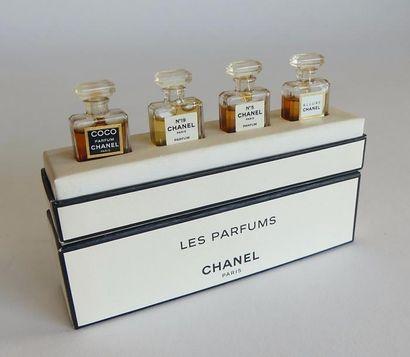 Chanel - (années 1990) , coffret carton bicolore...