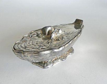 SAUCIERE couverte en métal argenté en forme...