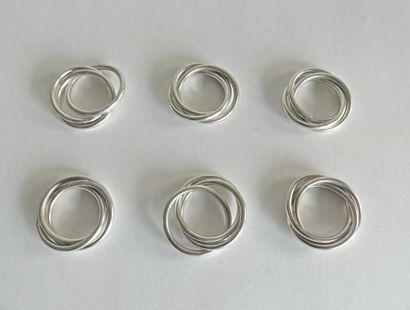 SIX ANNEAUX de SERVIETTES en métal argenté...