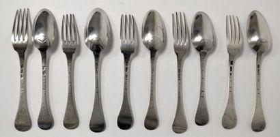 Rare suite de cinq COUVERTS en argent, spatule...