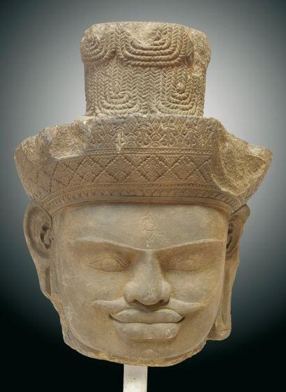 Exceptionnelle TETE de SHIVA en grès sculpté. La...
