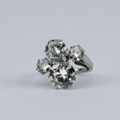 Importante bague sertie de 4 diamants : Diamant...