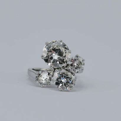 Large ring set with 4 diamonds: Half-cut diamond of about 3.30 carats, presumed...