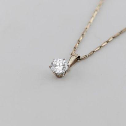 Diamant et son pendentif accompagné de sa...