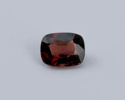Spinel rouge de 2,74 carats avec certificat...