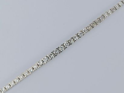 River bracelet from the 1920s and 1930s, Art Deco period, set with 35 old-cut and...