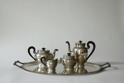 Service thé-café en argent finement ciselé...
