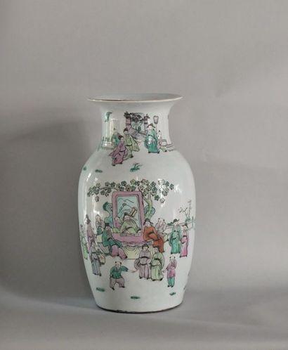 Chine, XXème siècle. Vase balustre en porcelaine...