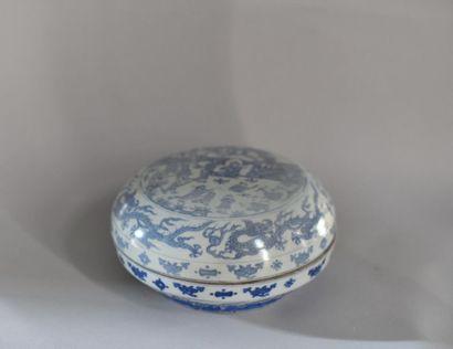 Chine, XXème siècle. Boîte ronde couverte...