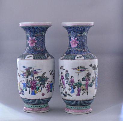Chine, XXème siècle. Paire de vases balustres...