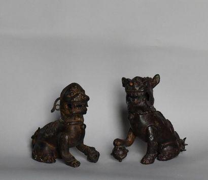 Chine, XIXème siècle. Paire de chiens de...