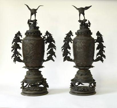 Indochine, XXème siècle. Paire de vases couverts...