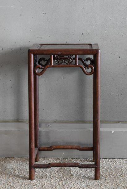 *Indochine XIXème siècle.. Table en bois...