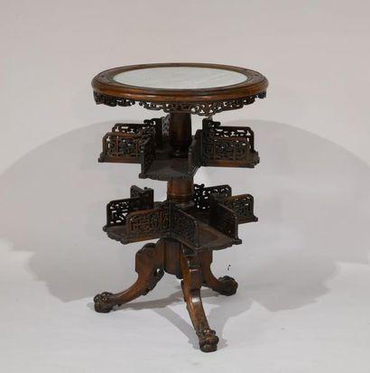 Chine ou Indochine. Guéridon en bois sculpté...