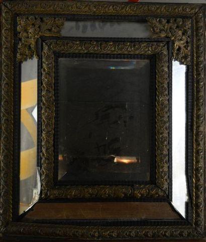 *Miroir style Louis XIV, écoinçons et encadrement...