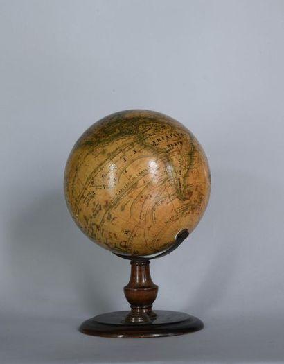 Globe terrestre, certainement à usage scolaire,...