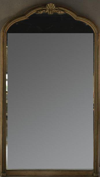 Grand miroir à fronton en bois laqué crème...