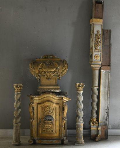 Tabernacle en bois sculpté et doré, à décor...