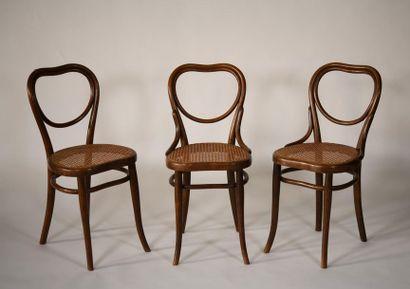 THONET. Suite de trois chaises en bois thermo...