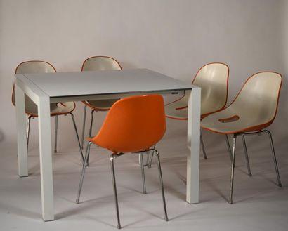 SYN DESIGN, suite de cinq chaises modèle...