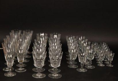 Baccarat, service en cristal taillé comprenant, marqués au tampon sous la base :...