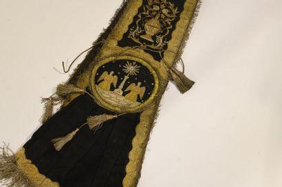 Parure liturgique brodée de fils d'or sur...