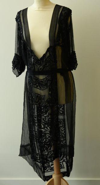 Robe en mousseline de soie rebrodée de motifs...