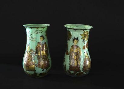 Paire de vases à décor sous-verre doré et céladon de chinois. Fin XIXème - début...