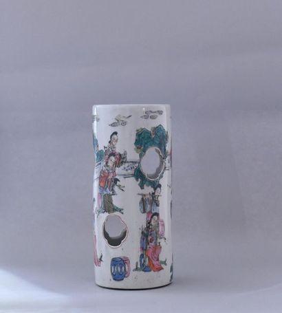 Chine, XXème siècle. Vase cylindrique en...
