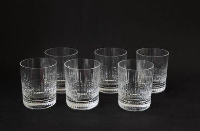 BACCARAT. Suite de six verres à whisky en...