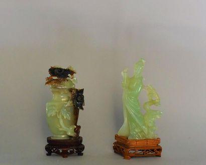 Chine, XXème siècle. Vase couvert et statuette...