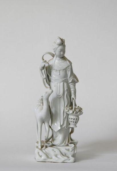 Chine XXe. Guanyin en porcelaine blanche...