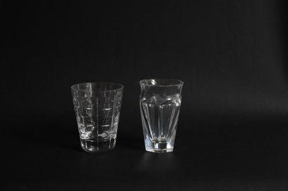 BACCARAT 2 petits vases en cristal taillé....