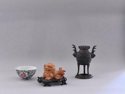 Lot comprenant : Chine, XXème siècle Un brûle-parfum...