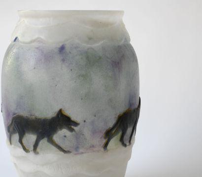 Gabriel ARGY ROUSSEAU (1885-1953)  Vase « Les loups dans la neige », modèle créé...